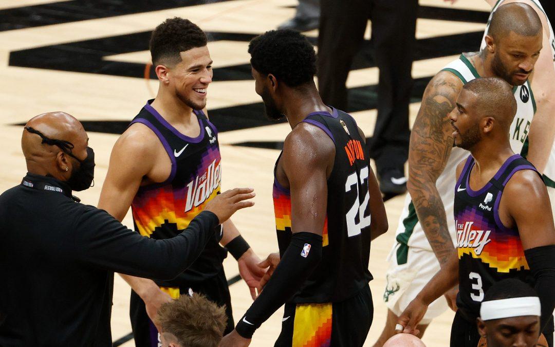 Suns toman la ventaja ante los Bucks